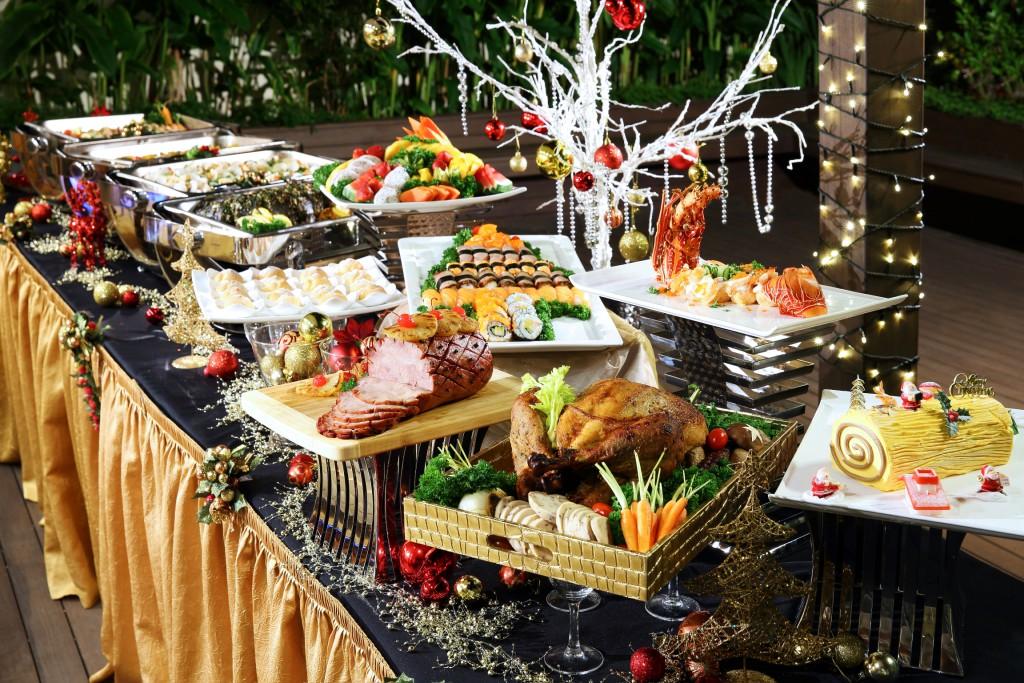 Delightful-Christmas-buffet-brought-to-your-doorstep-by-Sakura-Forte